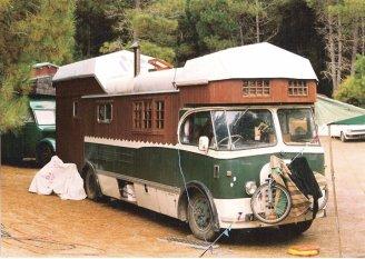 Housetruck/housebus in New Zealand - photographer Zotora Nygaard