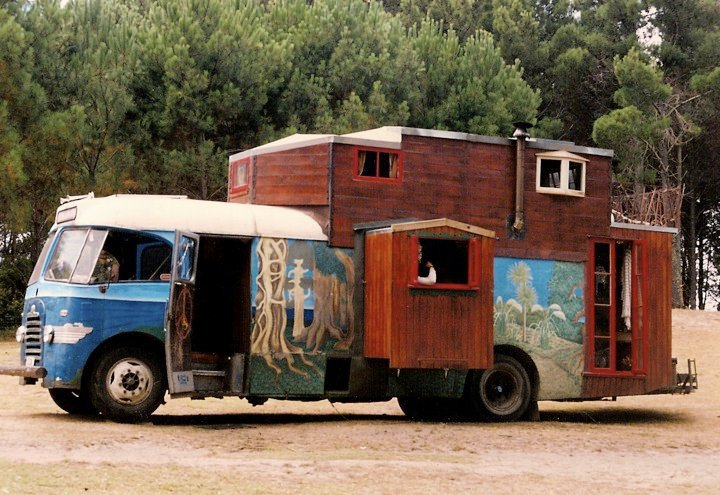 Housetruck/housebus in New Zealand - photographer Zotora Nygaard